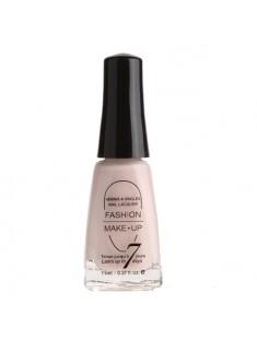 vernis à ongles beige rose - maquillage femme