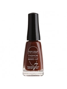 vernis à ongles marron - maquillage femme